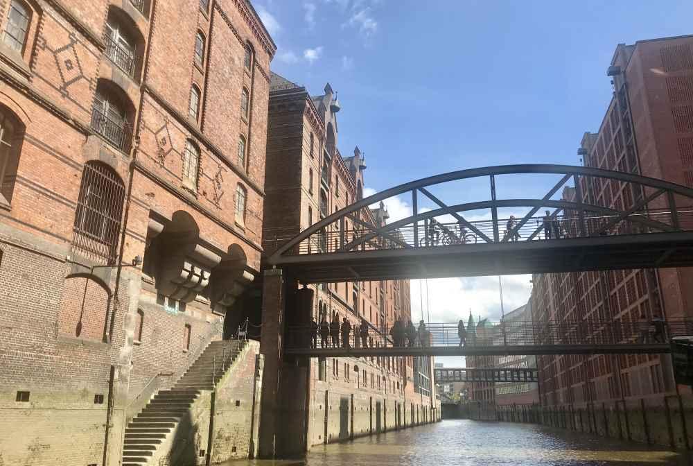 Eindrucksvoll: Die großen Gebäude der Speicherstadt Hamburg. Wurden in nur 3 Jahren erbaut - heute UNESCO Weltkulturerbe