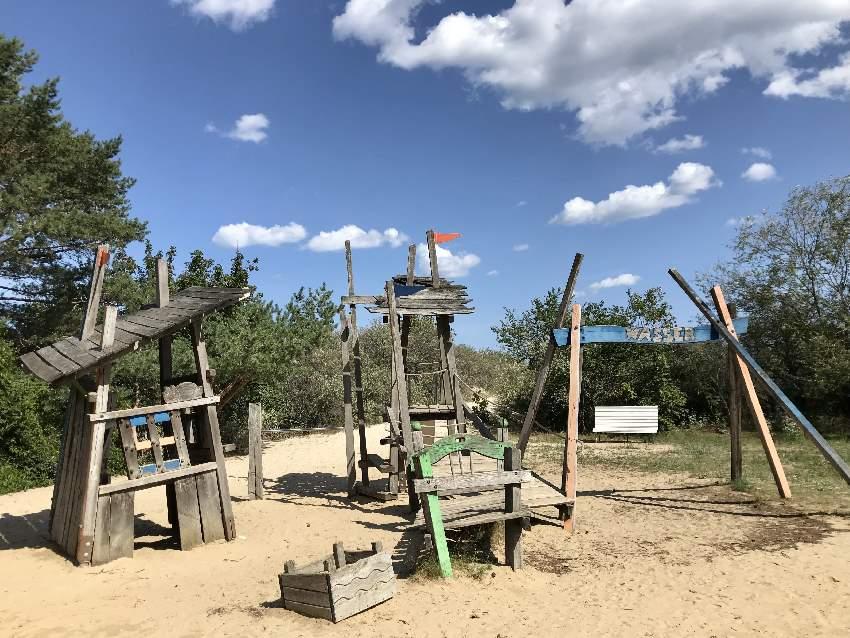 Mit kleineren Kindern würde ich eher auf den Usedom Spielplatz beim Minigolfplatz Ahlbeck gehen