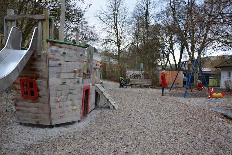 Das ist der Spielplatz Burghausen, am Fuße der Burg in Bayern