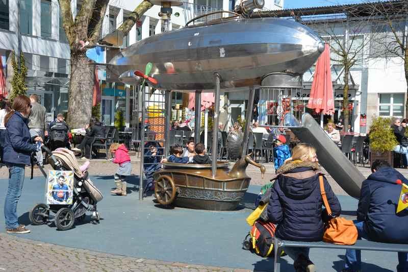 Spielplatz Friedrichshafen? - unser Tipps ist der Zeppelin Spielplatz, direkt hinter dem Zeppelinmuseum in der Fußgängerzone