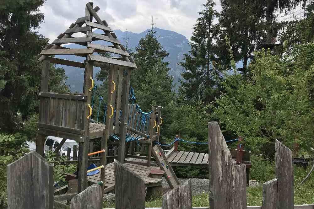 Nebenan ist der Spielplatz beim Hochseilgarten in Garmisch Partenkirchen