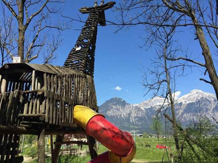 Ein wirklich sehr schöner Zillertal Spielplatz in Schlitters - mit Rutsche