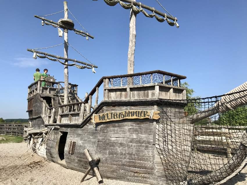 Das größte Schiff auf dem Piraten Insel Spielplatz auf Usedom
