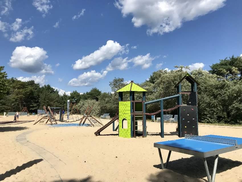 Spielplatz Usedom in Trassenheide: Direkt beim Hauptzugang zum Strand bei der Seebrücke