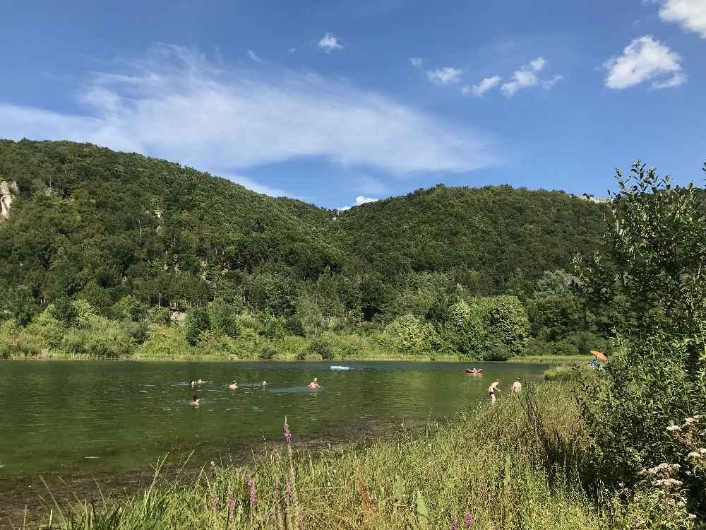 Angenehm in der Hitze: Der Badesee St. Agatha zum Schwimmen und Baden mit Kindern