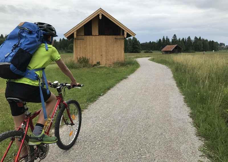 Auch das ist der Staffelsee Radweg:  Durch die Moorlandschaft radfahren mit Kindern