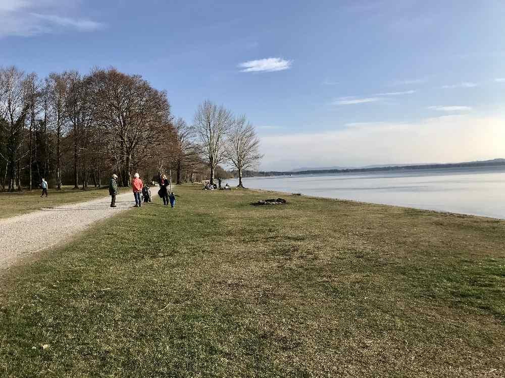 Diese Weite ist wunderbar am Starnberger See mit Kinderwagen - kilometerlang kannst du hier wandern mit Kinderwagen