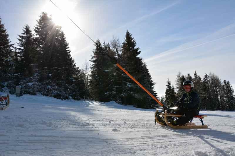 Rodeln Steiermark - Das Bergaufrodeln ist eine Besonderheit der Tonnerhütte beim Rodeln mit Kindern in der Steiermark