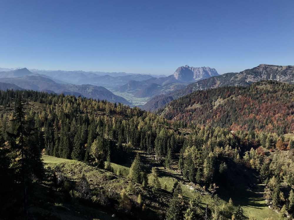 Das traumhafte Panorama für uns Eltern oben von der Steinplatte zum Kaisergebirge