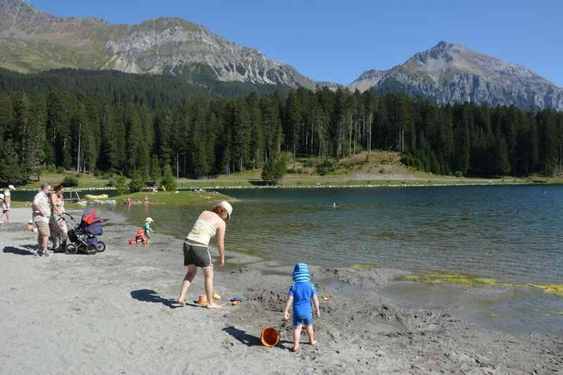 Ein Strand in der Schweiz: Lenzerheide mit Kindern