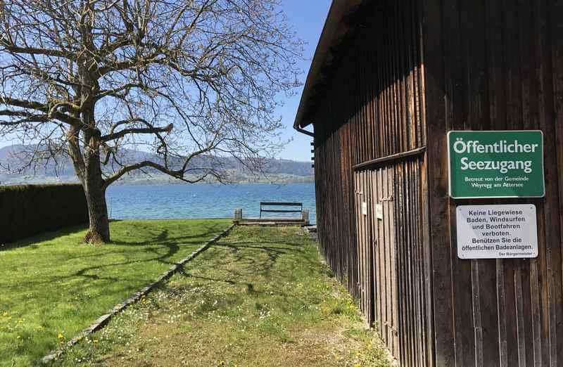 Ins Strandbad am Attersee oder nur schnell an den See? Es gibt öffentliche Seezugänge.