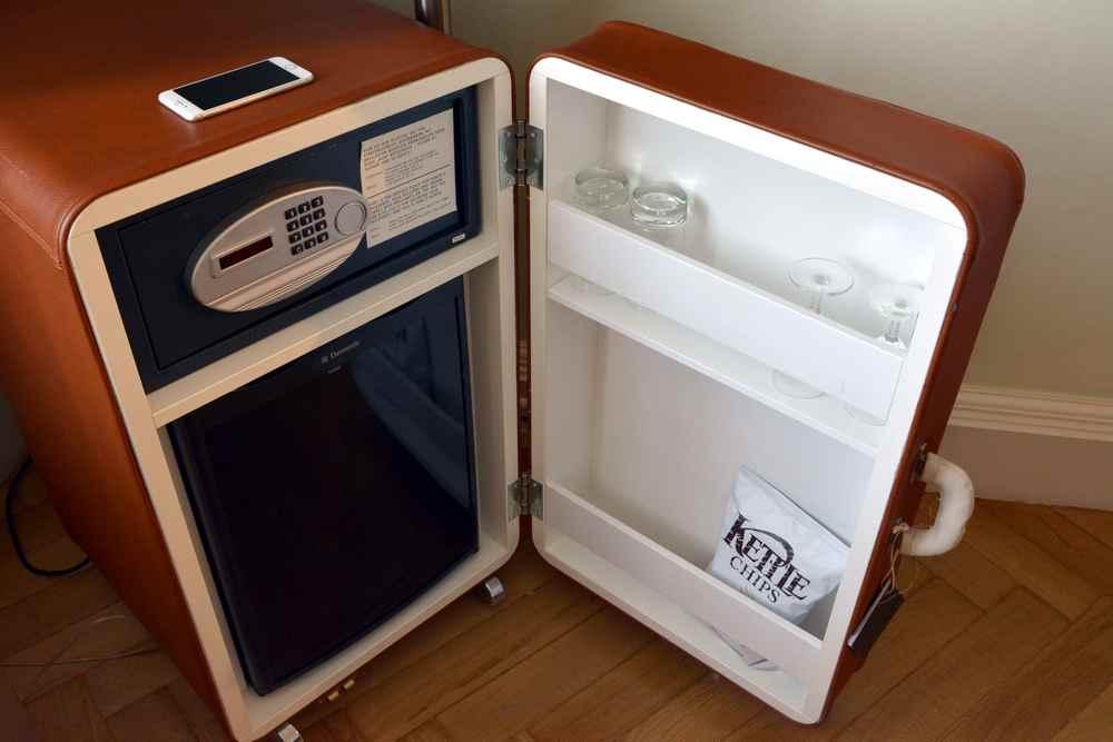 Stylisch ist der Kühlschlrank samt Safe im Hotel Weitzer Graz