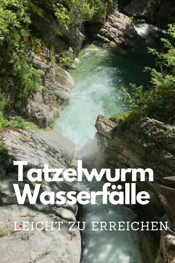 Hitze Ausflug Bayern: Die Tatzelwurm Wasserfälle rauschen in einer Art Schlucht ins Inntal