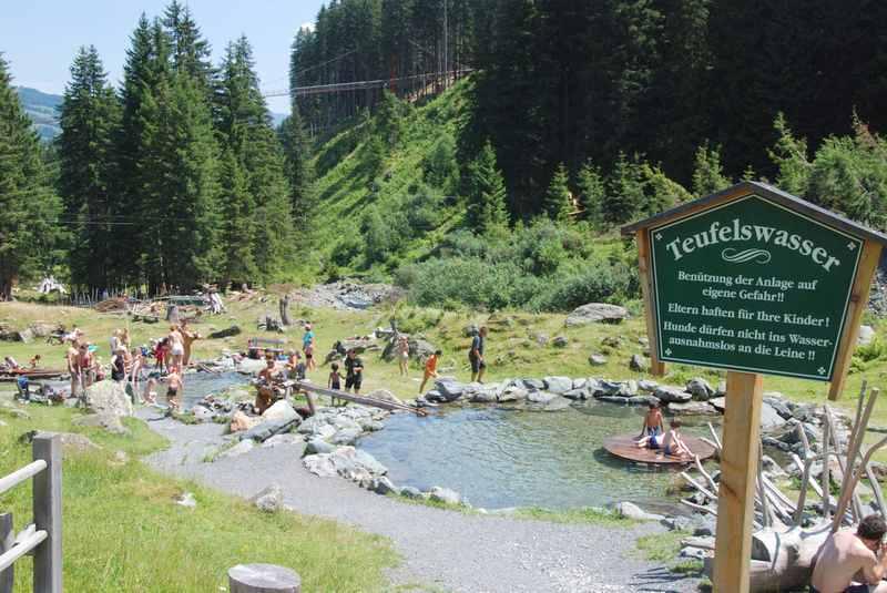 Das Teufelswasser in Talschluss von Hinterglemm: Wasserspielplatz für Kinder