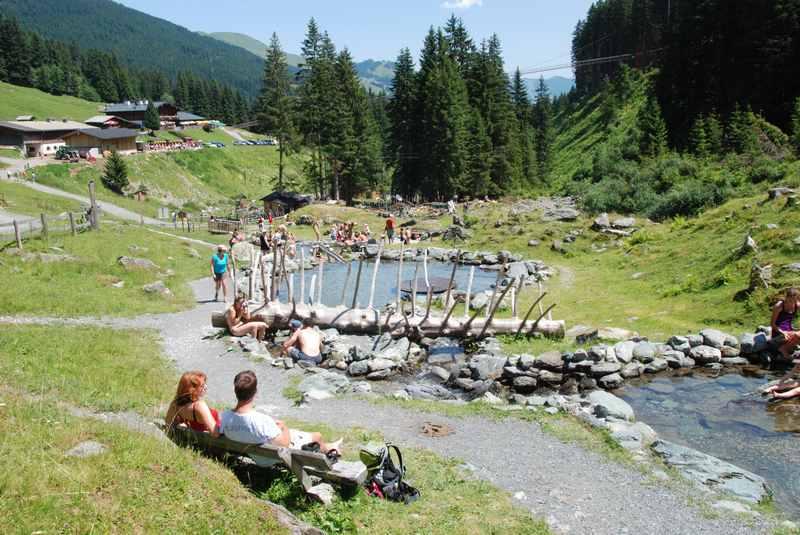 Teufelswasser Hinterglemm wandern: Eine Familienwanderung mit Ziel Lindlingalm samt Abenteuerspielplatz