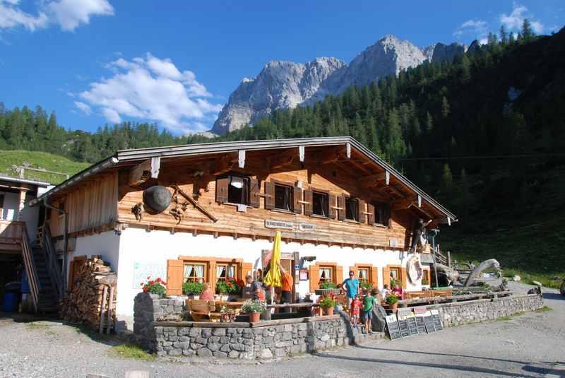 In Tirol wandern mit Kinderwagen? - hier im Karwendel bei der Binsalm