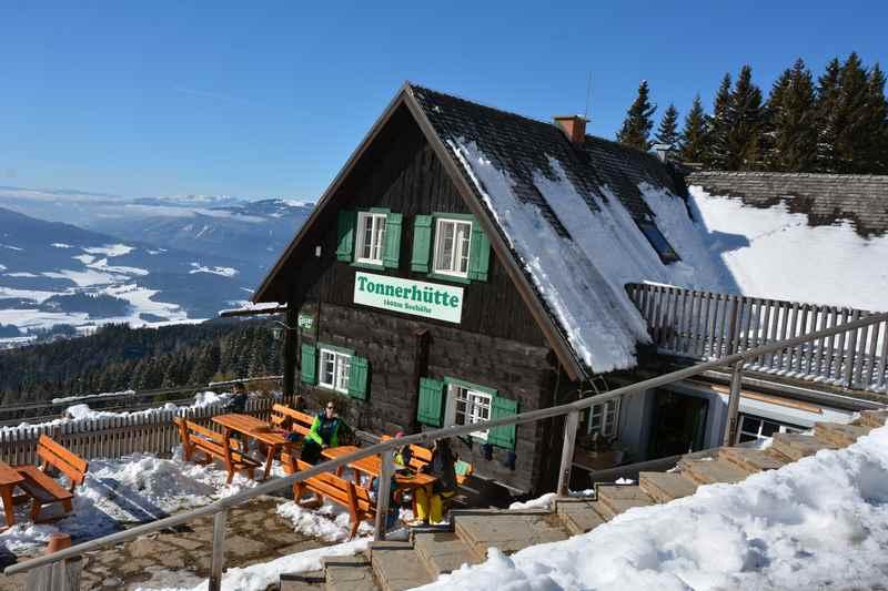 Skigebiet Steiermark und auf der Tonnerhütte diese Aussicht geniessen