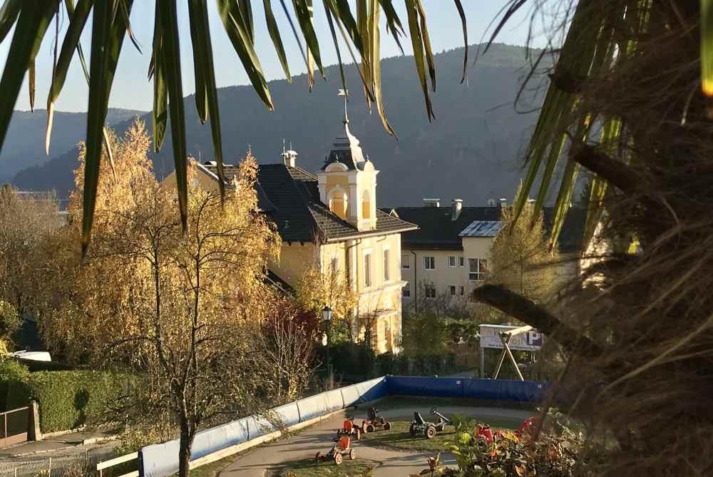 Pfingsturlaub mit Kindern: Urlaub unter Palmen in Kärnten im Familienhotel am Millstätter See
