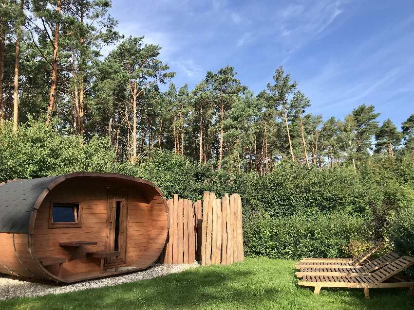 Das ist die Faß-Sauna im Trassenmoor Feriendorf