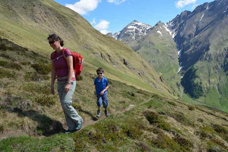 Oberhalb der Baumgrenze wandern wir zur Aschila Alm in den Pfunderer Bergen