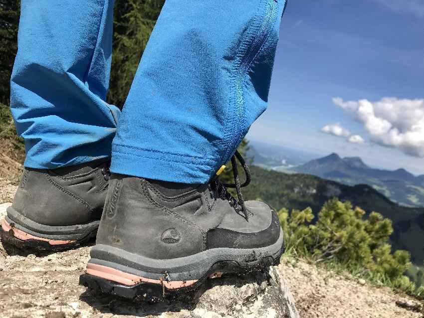 Trotz Kaiserlift Kufstein: Oben musst du wandern! Denk an gute Wanderschuhe - insbesondere auf dem Wandersteig brauchst du einen sicheren Tritt!