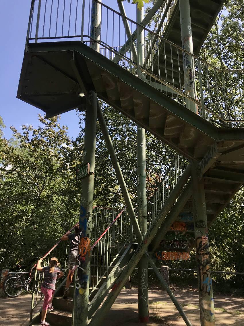 Leipzig mit Kindern:  Das Rosental mit dem Wackelturm ist auch sehr beliebt bei den Leipzigern