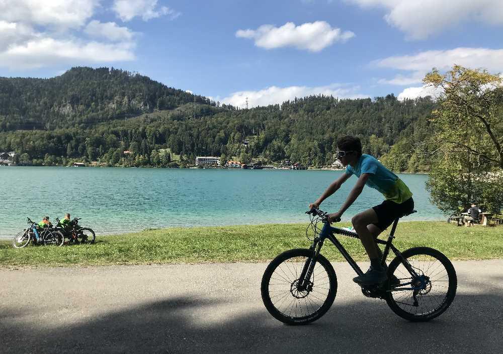 Walchensee Radweg:  Direkt am türkisgrünen Walchensee radfahren mit Kindern - fern vom Verkehr - hier geht´s!