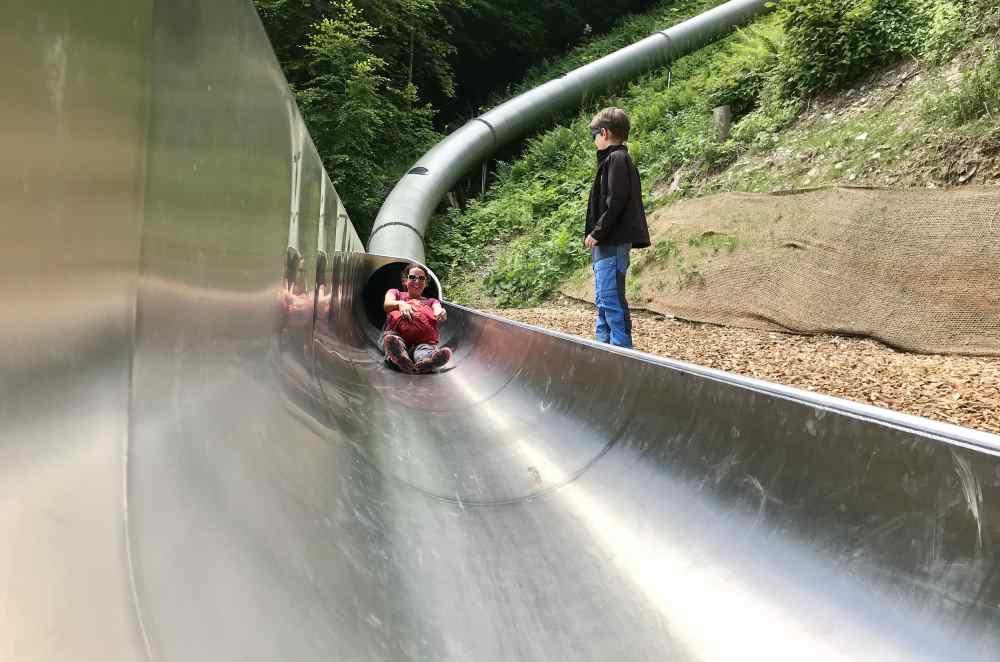 Was für ein Vergnügen - nach 60 Meter Rutschen in der großen Tunnelrutsche im Waldrutschenpark Golm