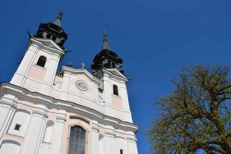 """Die bekannte Wallfahrtskirche """"Sieben Schmerzen Mariae"""" am Pöstlingberg in Linz"""