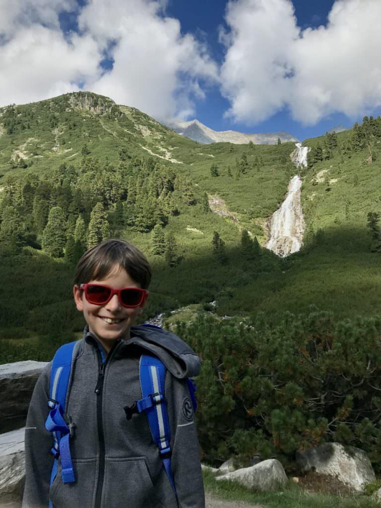Wandern mit Kindern Tipps: mit dem eigenen Rucksack unterwegs!