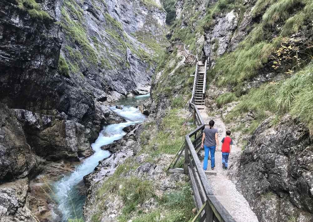 Wandern mit Kindern Tipps: Solche Wanderwege machen Kindern Spaß