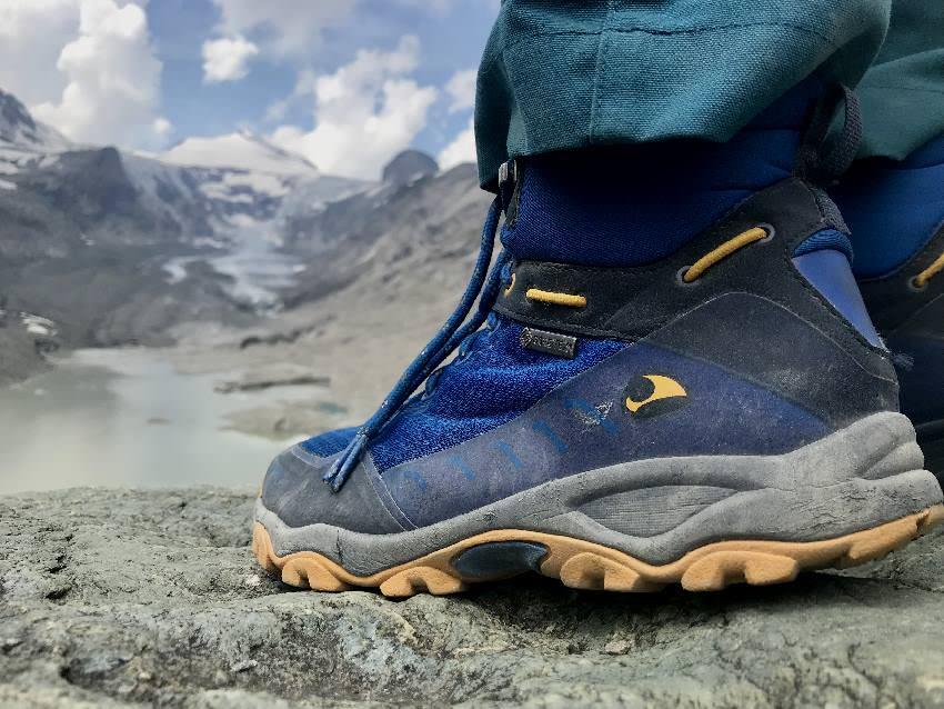 Bitte Wanderschuhe anziehen! Du kommst auf der Tour ins alpine Gelände. Wir waren mit unseren Viking Schuhen wieder sehr zufrieden, andere haben ihre Schuhe auf dieser Tour verflucht...