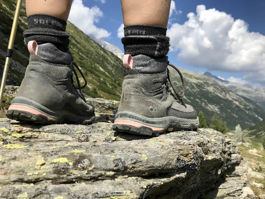 Unbedingt gute Wanderschuhe anziehen - Wanderstiefel oder halbhoch, Hauptsache mit guter Sohle!