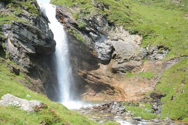 Der beeindruckende Wasserfall im hinteren Pöllatal