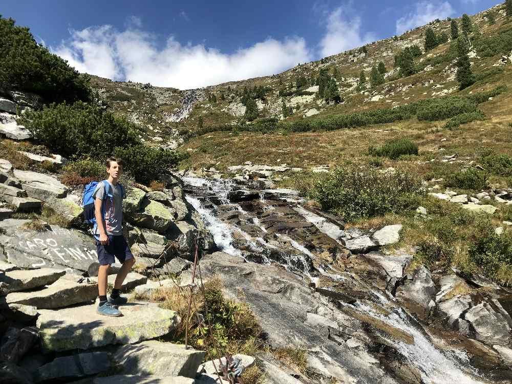Der Wasserfall zwischen Olperer Hütte und Schlegeis Speicher liegt am Wanderweg