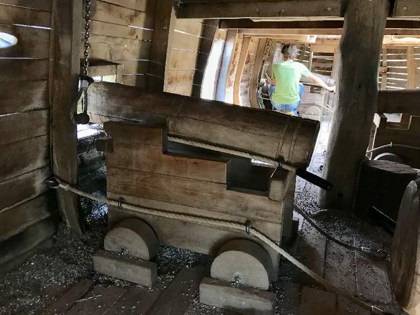 ... unter Deck stehen die großen Kanonen - aus denen Wasser spritzen kann!