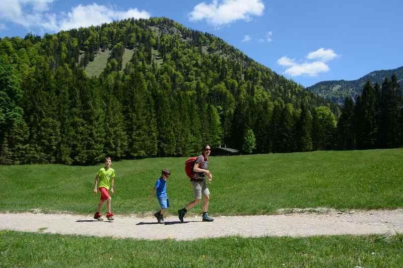 Über die Weißbachalm zur Wolffschlucht wandern mit Kindern in Bayern