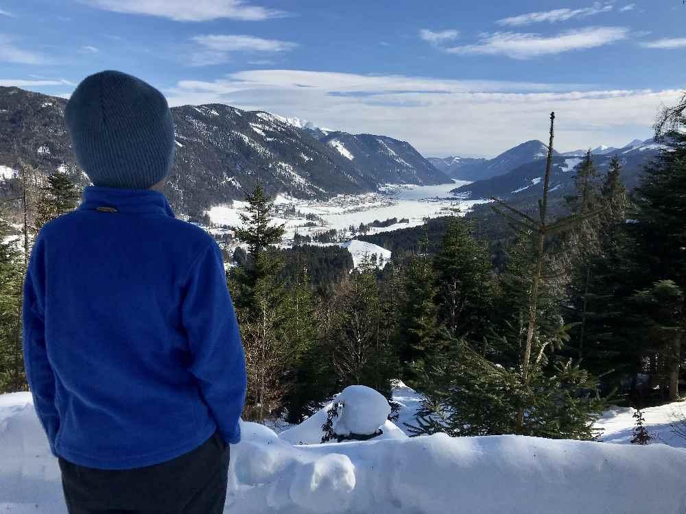 Weissensee Rodelbahn - Hier lohnt sich eine Pause in der Sonne mit Blick auf den Weissensee