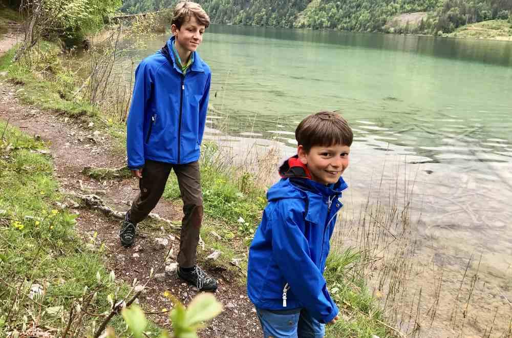 Am Weissensee wandern mit Kindern - wunderschön beim Ronacherfels