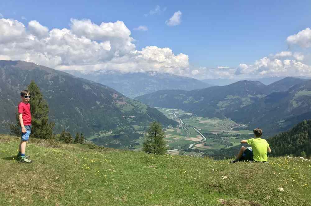 Wir bleiben hier und haben diesen Ausblick ins Drautal in Kärnten