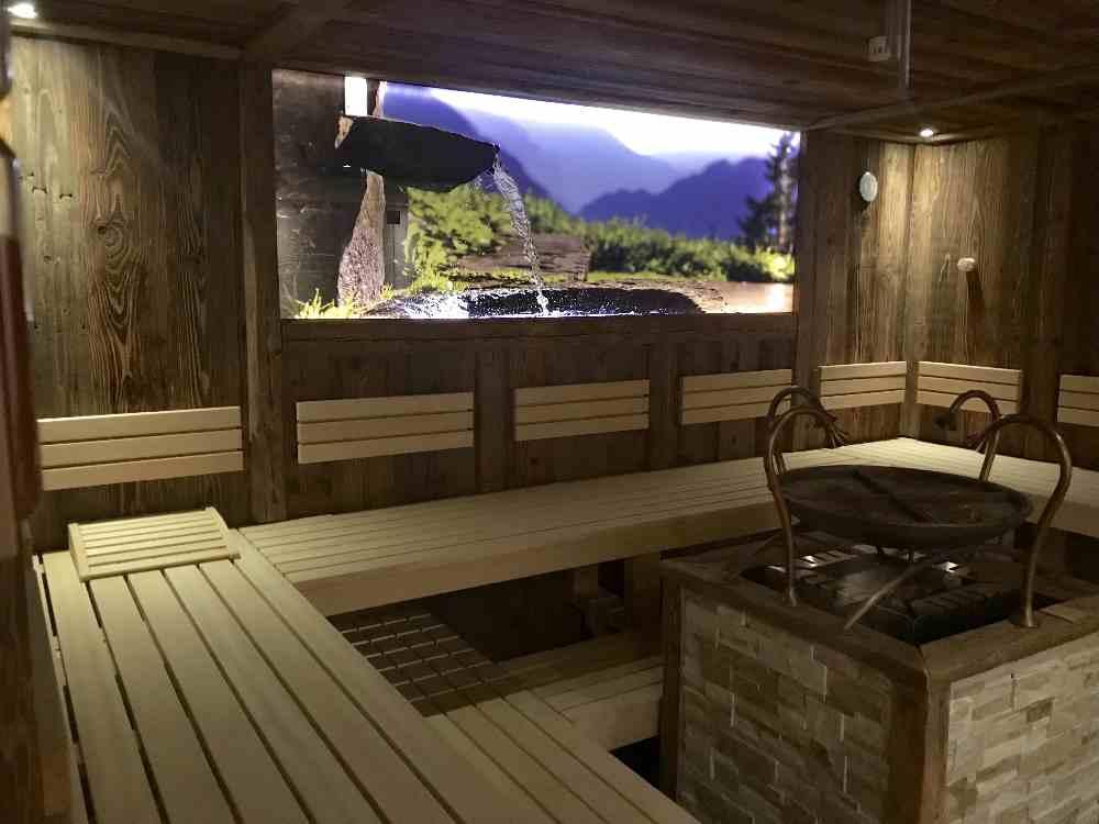 Im Herbsturlaub mit Kindern in der Sauna im Almlust Feriendorf in Salzburg