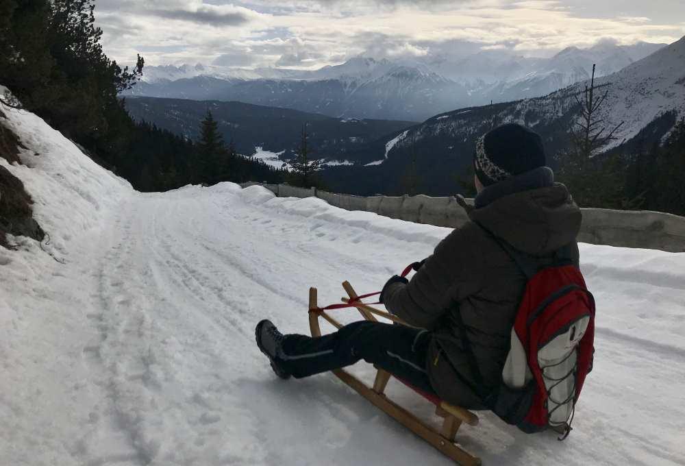 Wettersteinhütte rodeln: Das ist der Ausblick von der Rodelbahn kurz unterhalb der Hütte