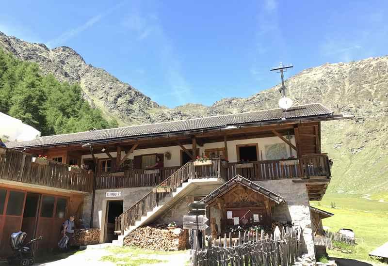 Die hinterste Hütte im Tal: Von der Wieserhütte wandern wir auf dem Bergpfad weiter