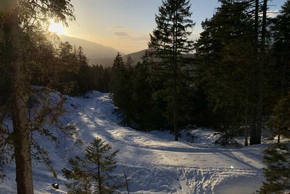 Winterwandern Tirol: So stimmungsvoll beim Sonnenuntergang