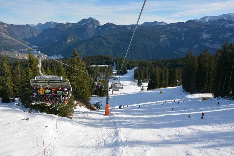 Winterwandern Gosau mit Lift - die Hornspitzbahn erleichtert Familien mit Kindern den Aufstieg