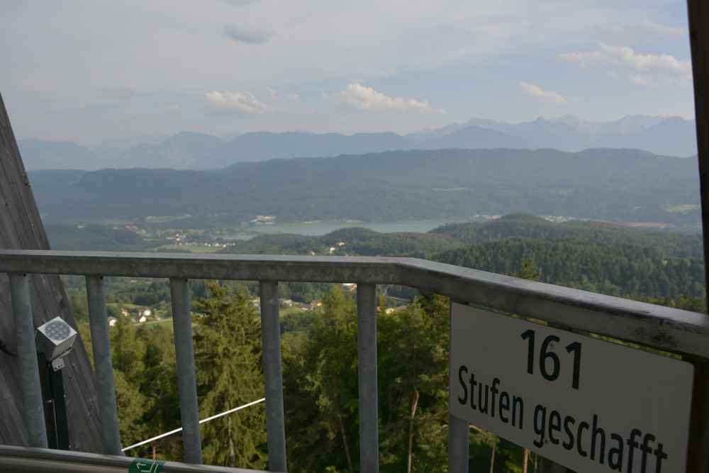 Pyramidenkogel: Nach 161 Stufen ist schon was vom Panorama zu sehen