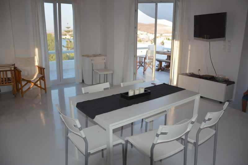 Geräumiges Wohnzimmer im Ferienhaus auf der Insel Milos