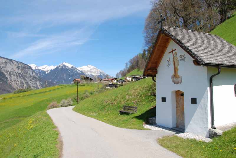Am Zehn-Kapellenweg wandern mit Kindern in Schwaz