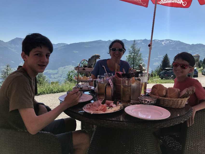 Das Zillertal Frühstück am Berg haben wir mit dieser Aussicht genossen