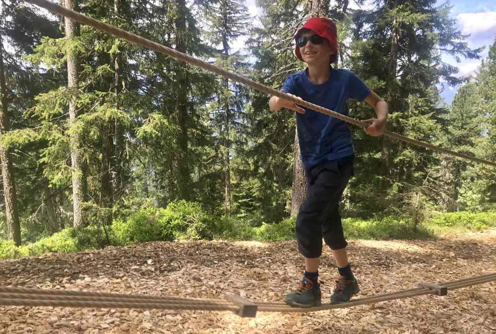Auf dem Holzerweg: Das Balancieren macht besonders viel Spaß